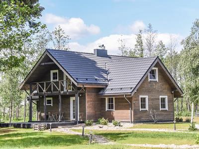 PARDUODAMA SODYBA SU PILNAI FUNKCIONUOJANČIU VERSLU, Kerulių k., 280.5 kv.m ploto,  8,15 ha. sklypo plotas.