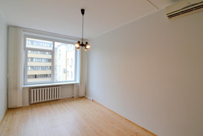 Nuomojamos patalpos Gedimino pr., Senamiestyje, Vilniuje, 17.37 kv.m ploto - <strong>175 €