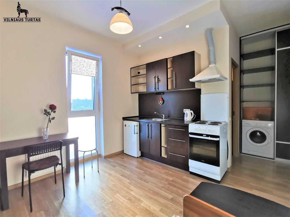 Nuomojamas 2 k. puikus butas su baldais Vilniuje L.Asanavičiūtės g. - <strong></noscript><img class=